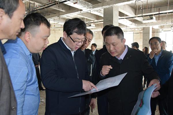 县委书记刘冰实地察看棚改拆迁工作