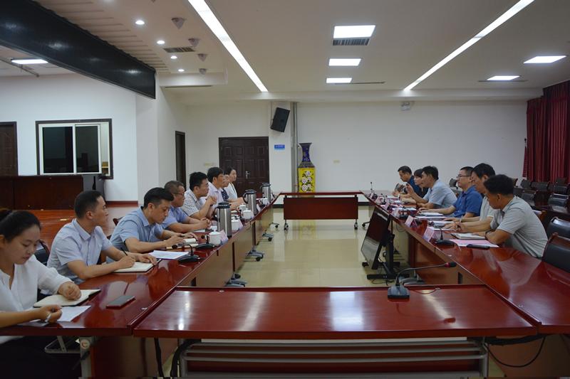 县委副书记、县长曹拥军组织召开政府周例会