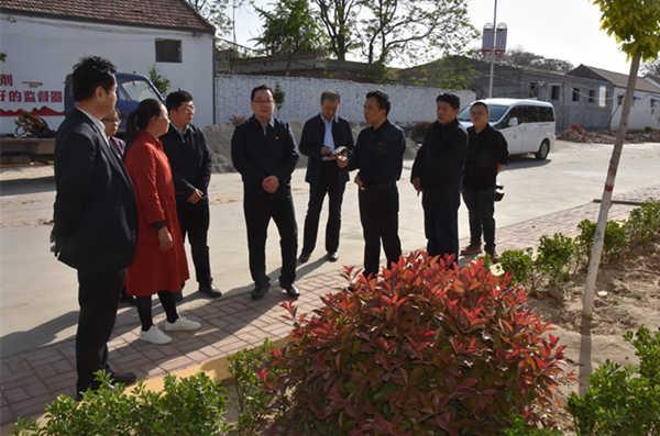 县委书记刘冰到4个乡镇检查村庄绿化、殡葬...
