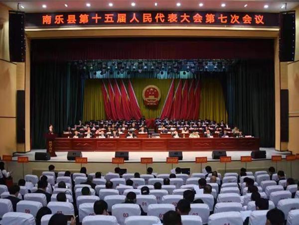 县第十五届人民代表大会第七次会议举行第二...